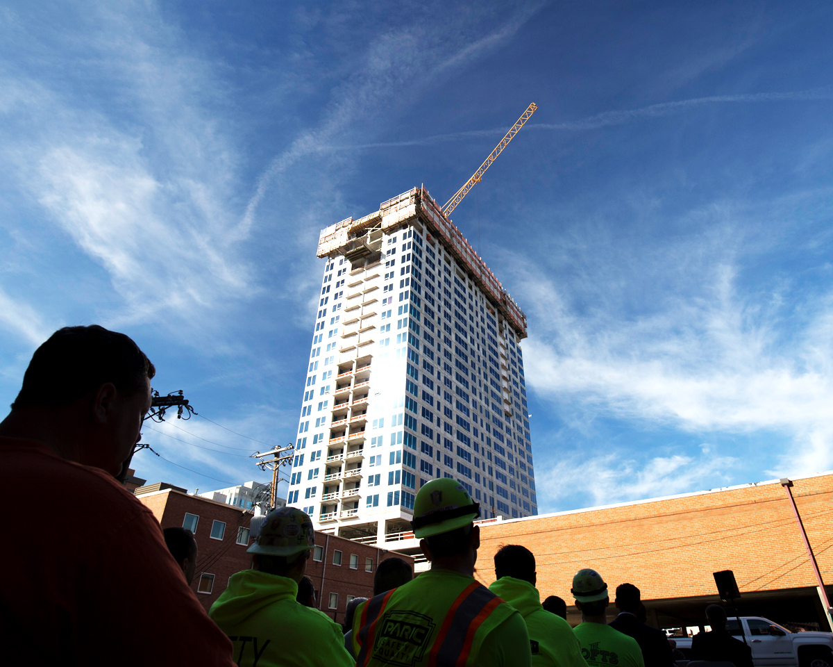 Topping out of 212 South Meramec by PARIC Corporation